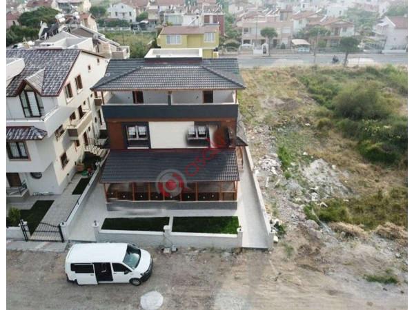 İzmir Dikili'de Denize Yürüme Mesafesinde Satılık Triplex