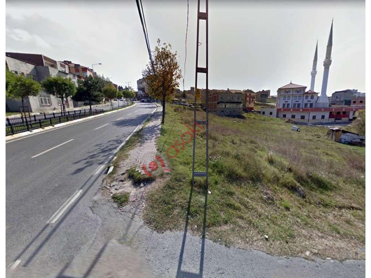 Arnavutköyde Cadde'ye Ikinci Parsel Satılık Arsa - Büyük 0