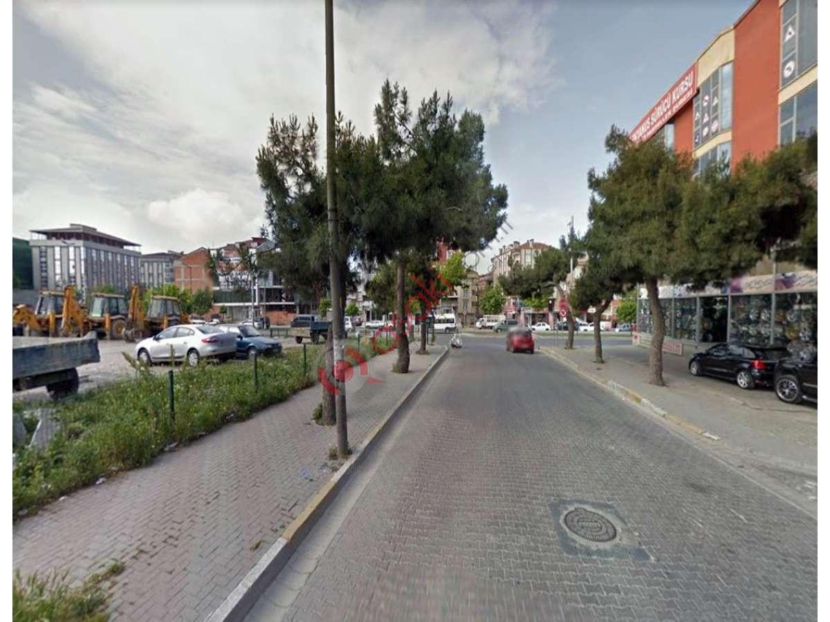 Avcılar Merkez'de Cadde Cepheli Ticari+ Konut Imarlı Arsa - Büyük 1