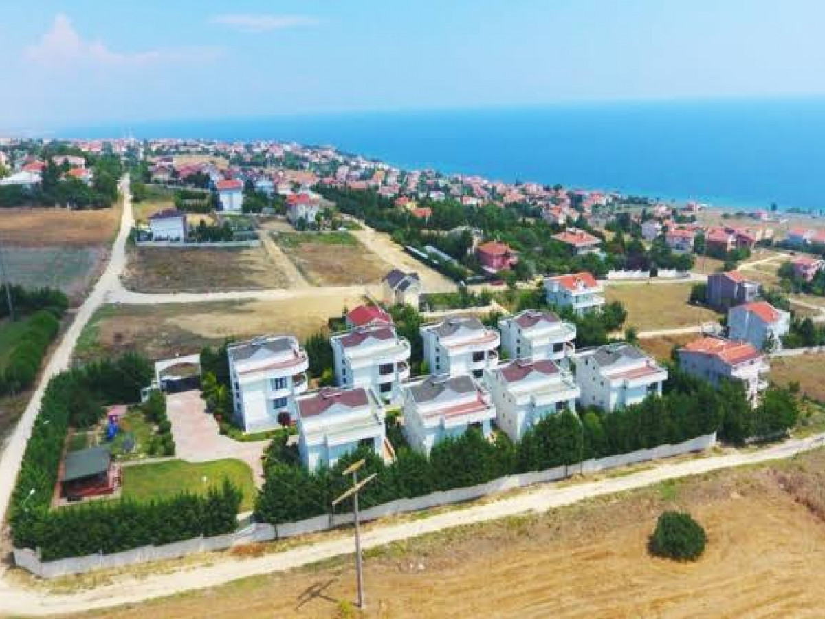 Silivri Gümüşyaka'da Satılık 2 Dönüm Arsa + Villa - Büyük 0