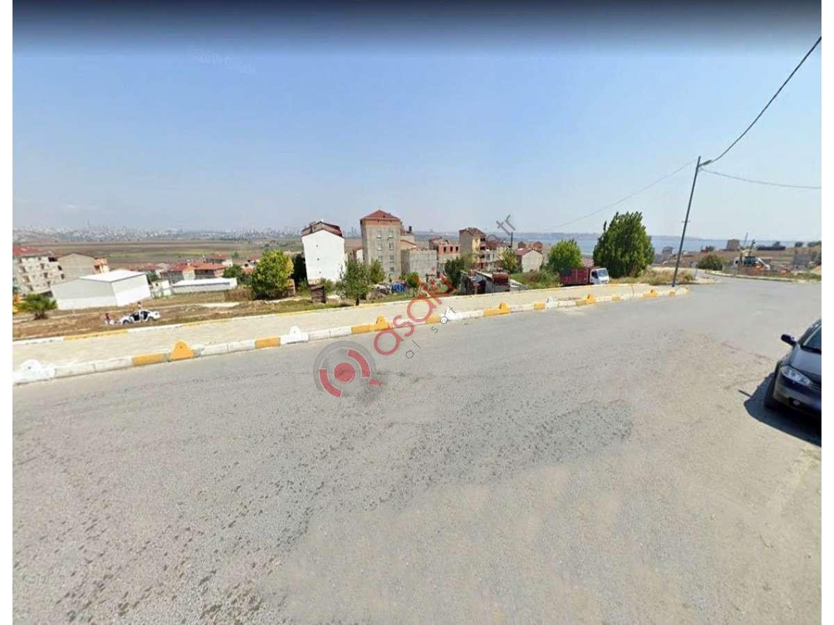 Avcılar Firüzköy'de Cadde Cepheli Göl Manzaralı Arazi - Büyük 0