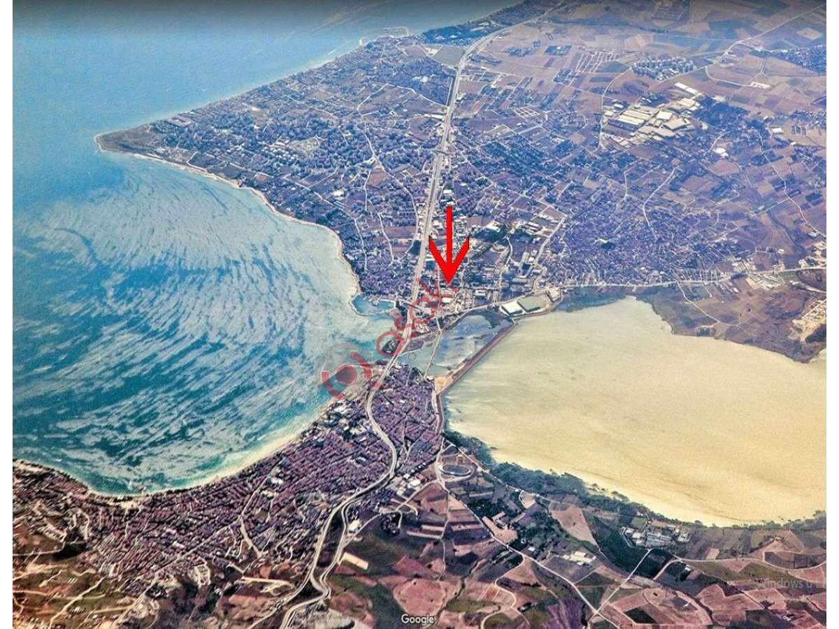 Büyükçekmece'de çatalca Yolu üzeri Ticari+konut Imarlı Arsa - Büyük 0