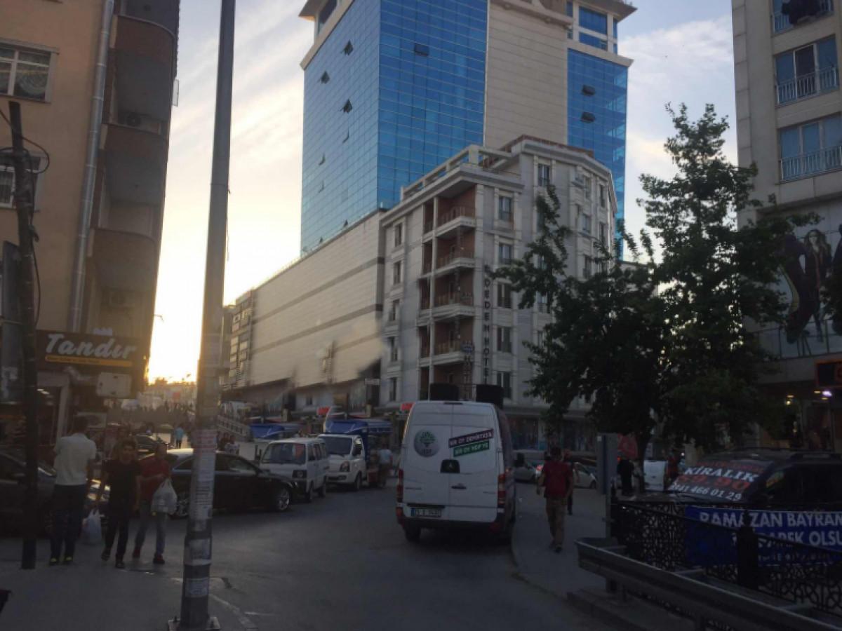Esenyurt Meydanda Cadde Cepheli Satılık Arsa - Büyük 1
