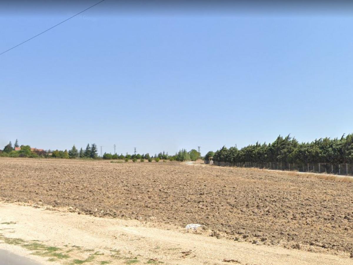 Silivri Yolçatıda 8 Dönüm Satılık Arazi - Büyük 0