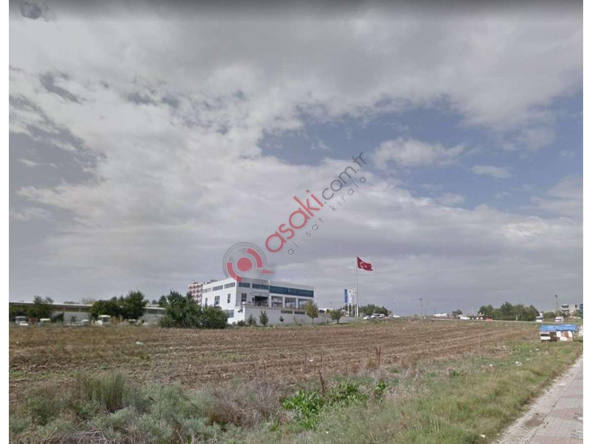 Silivri'de E-5 Yan Yola Cephe Satılık Arazi - Büyük 0