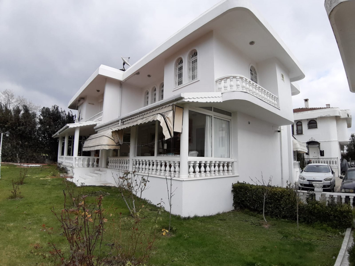 Büyükçekmece güzelcede 2 tane satılık villa - Büyük 0