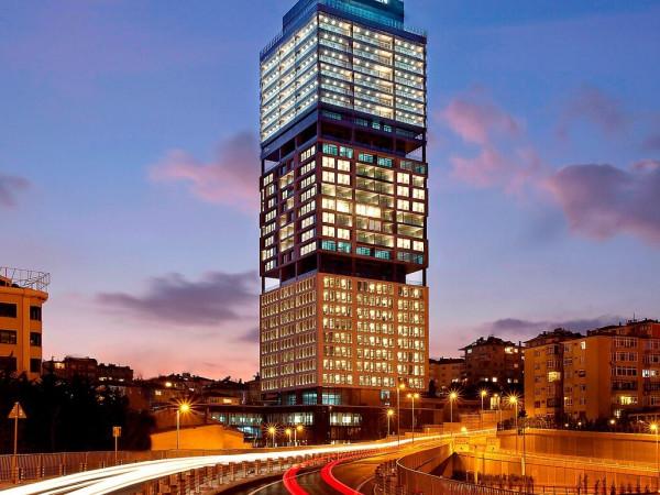 İstanbul  Fatih de 10 Katlı  83 Odalı  Satılık Otel